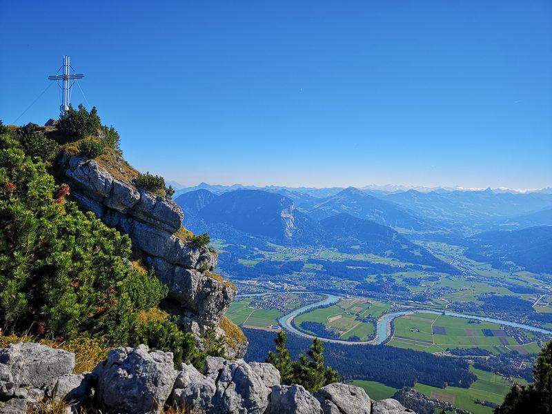 Am Gipfel des Hundsalmerjochs mit Blick in das Inntal.
