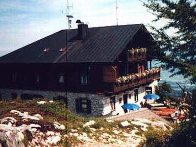 Das Kufsteiner Haus am Gipfel des Pendling