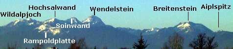 Von Rosenheim-Nord aus sieht man die Aiplspitz als kleine Pyramide rechts neben dem Breitenstein.