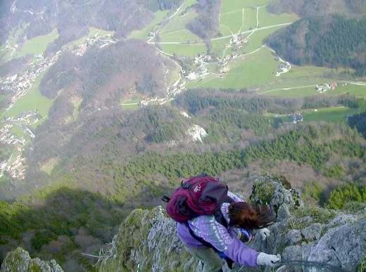 Über den Dächern von Aschau: Der Abstieg vom Zellerhorn ist schwer und durch Drahtseile gesichert - Schwindelfreiheit und Trittsicherheit sind ein absolutes Muss.