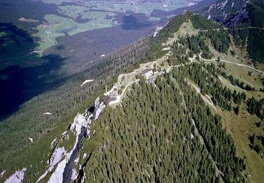 Mit dem Drachenflieger über den Gipfel des Rauschberg. Das Foto stellte uns Jürgen Holzhausen zur Verfügung.