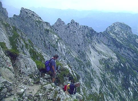Der Mannlgrat, hier vom Abstieg Richtung Purtschellerhaus,  ganz rechts der Kehlstein mit dem Kehlsteinhaus.