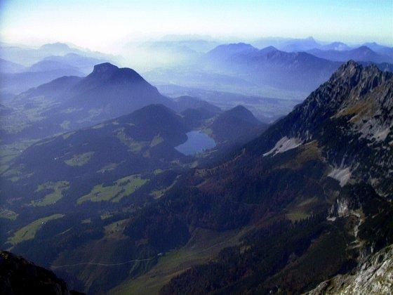 Blick vom Treffauer: links der Pölven, unten der Hintersteiner See, rechts der Scheffauer mit den Hackenköpfen
