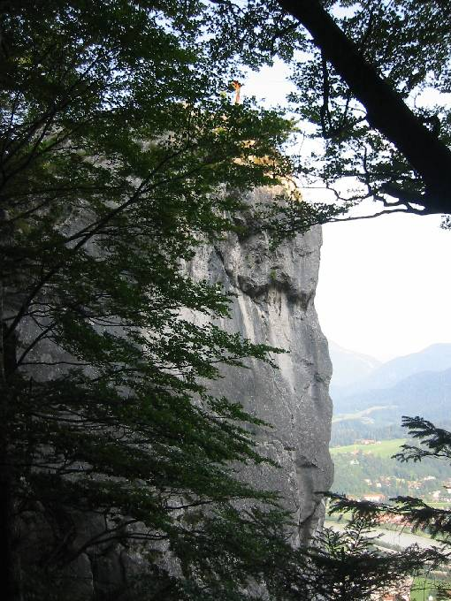 Heute ist der Felsturm der Teufelskanzel von dichtem Mischwald umgeben.