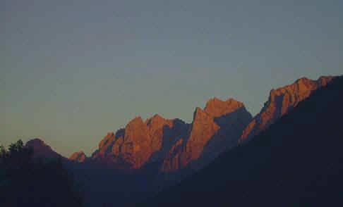Sonnenuntergang im Kaisertal:rechts Sonneck, links daneben Ellmauer Halt