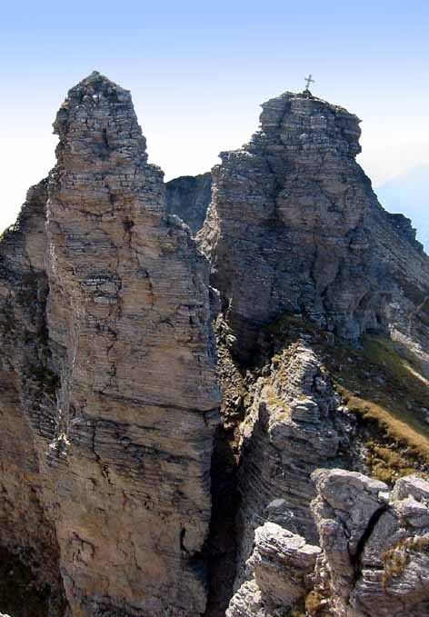Die drei Steinrigen Mannln (Dalfazer Köpfln) befinden sich inmitten des Kammes. Ein Großteil der Spitzen des gesamten Kammes kann auch von normalen Wanderern bestiegen werden.
