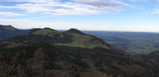 Der Riesenkopf mit den Astenhöfen vom Wildbarren aus gesehen.