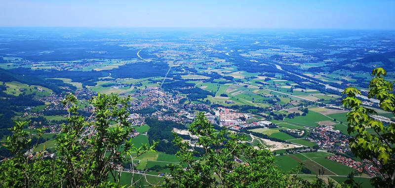 Gipfelblick über Brannenburg ins Voralpenland