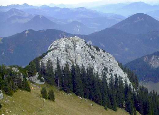 Blick vom Gipfel des Wildalpjoch auf die nahe gelegene Käserwand.