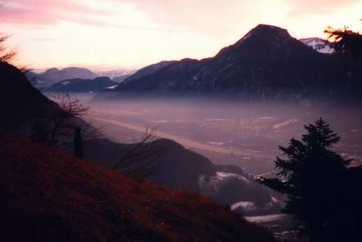 Abendstimmung Blick vom Heuberg-Südhang auf das Inntal. Rechts der Wildbarren, rechts dahinter fast verdeckt der Brünnstein.