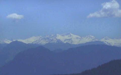 Der Großvenediger, so wie man ihn vom Brünnstein aus sieht. Der bewaldete Rücken rechts unten ist der Pendling.