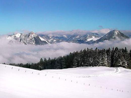 Winter auf der Hohen Asten. Blick auf Heuberg (links) und Kranzhorn (rechts).  Foto von Werner Stephan.