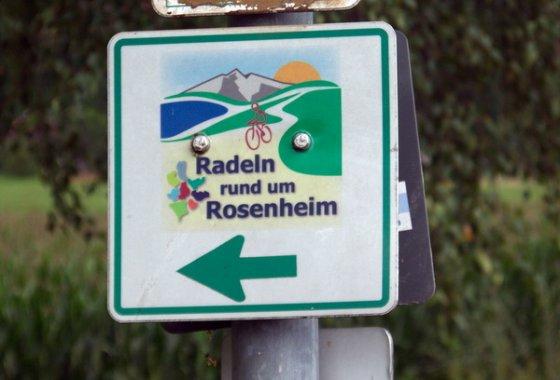 Diese Schild führt den Radfahrer sicher durch den Landkreis.