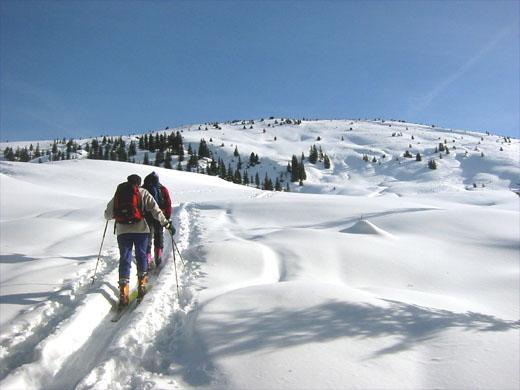Aufstieg zum Lodron. Zum bereits sichtbaren Gipfel geht man von hier aus noch über eine Stunde.