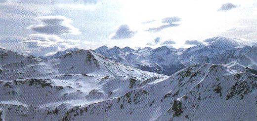 Föhnstimmung am Kuhkaser. Blick auf die Hohen Tauern mit dem Wiesbachhorn (links der Bildmitte); der Großglockner versteckt sich hinter der Wolkenkuppe rechts.