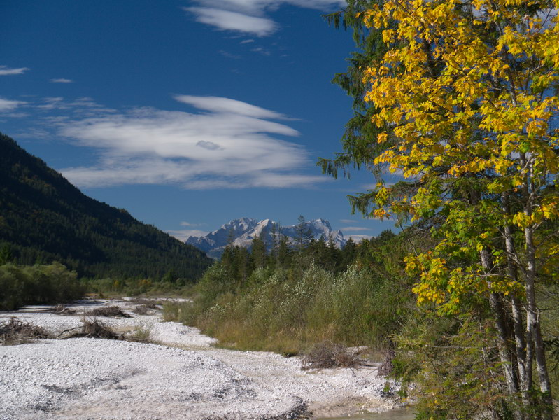 Im wildromantischen Isartal - im Hintergrund das Wetterstein-Gebirge.