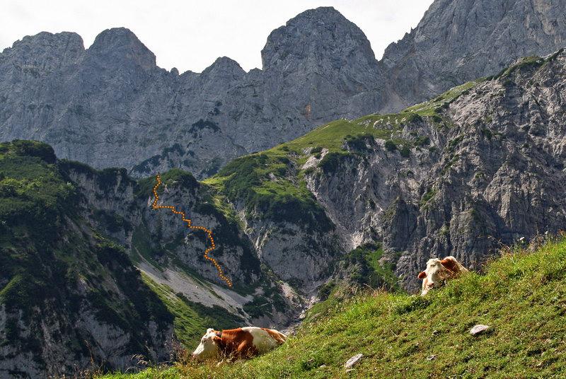 Blick von Süden mit dem ungefähren Verlauf des Klettersteigs.(Foto: Christian Houkes alias Brixentaler)