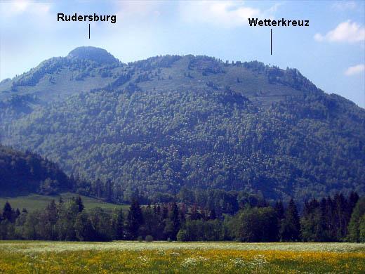 Wetterkreuz und Rudersburg von Süden. Das Foto täuscht: 1,5 Stunden bis zum Wetterkreuz !