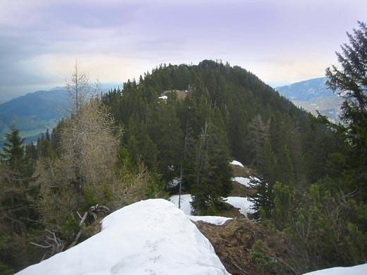 Vom Grat aus hier der Blick auf den noch ca. eine Stunde entfernten Gipfel des Scheibenkogel.