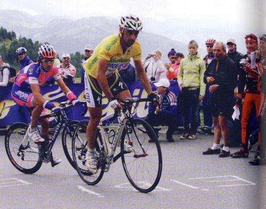 Doppelweltmeister und Olympiasieger Paolo Bettini in den letzten Kehren vor dem Alpenhaus.
