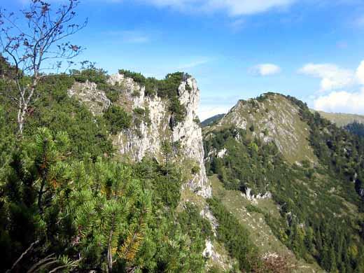 Der Brandelberg ist das erste Bergziel dieser Tour. Hier der Blick auf diesen Gipfel von der Spitzstein-Seite aus.