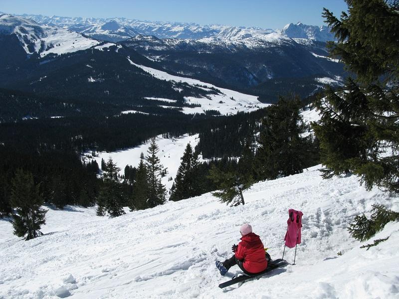 Kurz unter dem Gipfelgrat - die Aussicht ist phänomenal. Foto: Robert Steiner