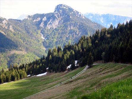 Blick vom Feichtecksattel auf den Spitzstein. Der Aufstieg erfolgt von der hier nicht sichtbaren gegenüberliegenden Südseite.