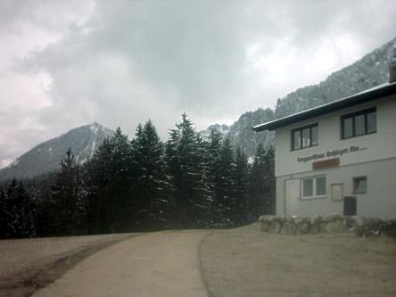 Das Ziel dieser kleinen Biketour ist die Aschinger Alm, hier mit Blick auf den Tiroler Heuberg.