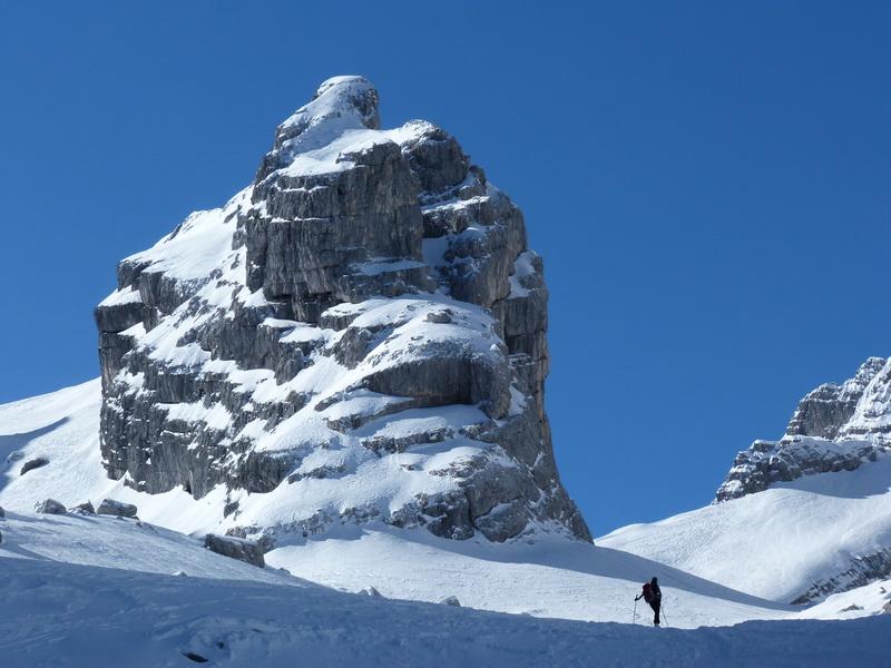 Das 4. Watzmannkind. Rechts davon sieht man die Skischarte.