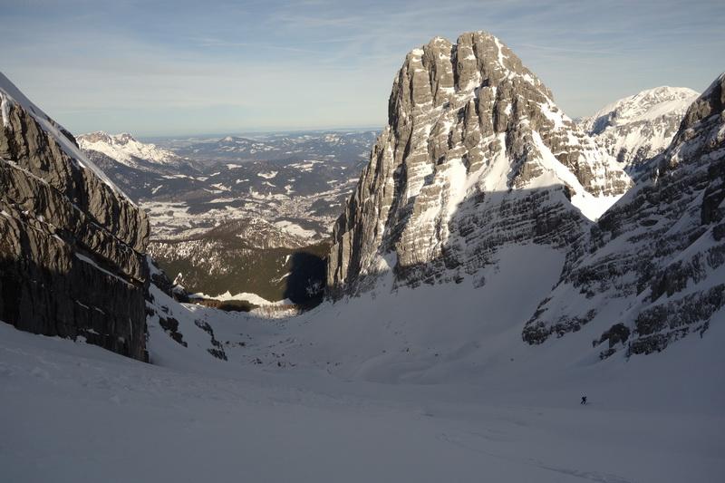 Blick zurück in das Watzmannkar, rechts darüber der Kleine Watzmann, auch Watzmannfrau genannt.