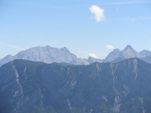 Ausblick über die Nordabstürze der Reiteralm auf Watzmann und Hochkalter.