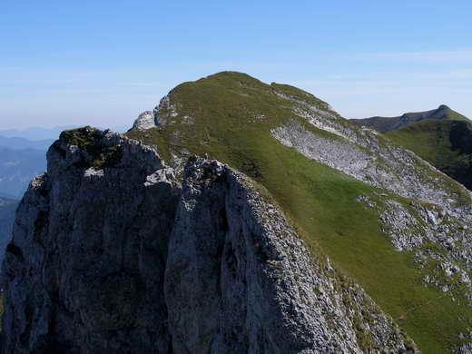 Die Seekarlspitze vom Spieljoch aus. Ganz rechts der Gipfel der Rofanspitze.