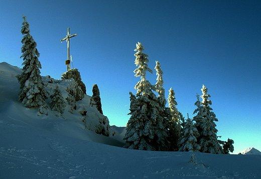 Das Gipfelkreuz bei schönem Wetter