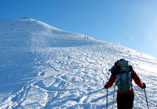 Der gut befahrbare Gipfel des Schwarzkogel - in greifbarer Nähe