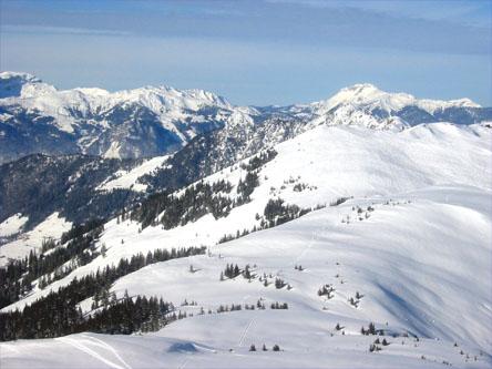 Blick vom Gipfel der Joelspitze über den Gern zum Schatzberg.