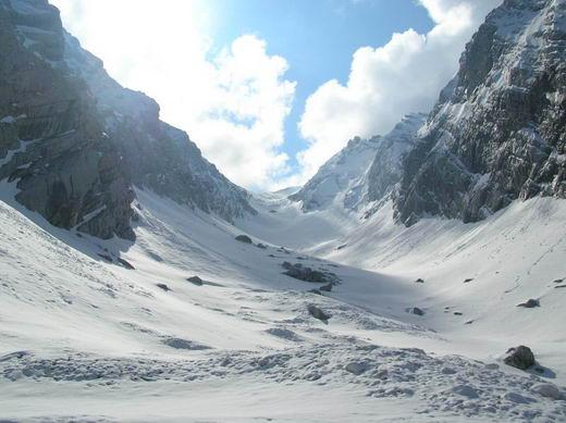 Im Ofental. Der Anstieg erfolgt über mehrere Steilstufen, die sukzessive den Blick auf den weiteren Routenverlauf freigeben.