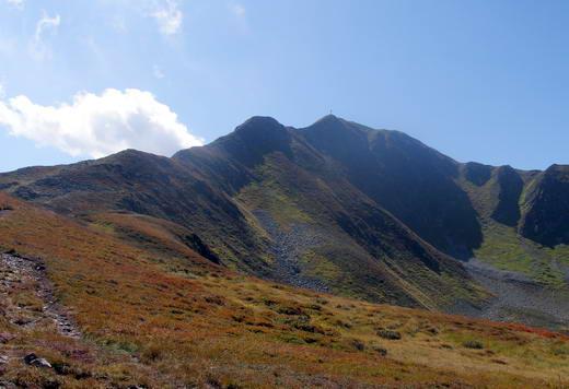 Noch 30 Minuten zum Gipfel!Der Bergsteig verläuft auf der linken Seite des Bildes - eine wunderschöne Gratwanderung.Auf der rechten Seite die Fortsetzung zu Saupanzen und Joel.