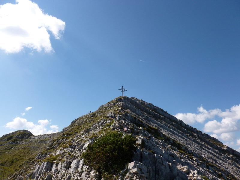 Die Seekarspitze ist unser erstes Gipfelziel und zugleich Beginn der herrlichen Gratwanderung.
