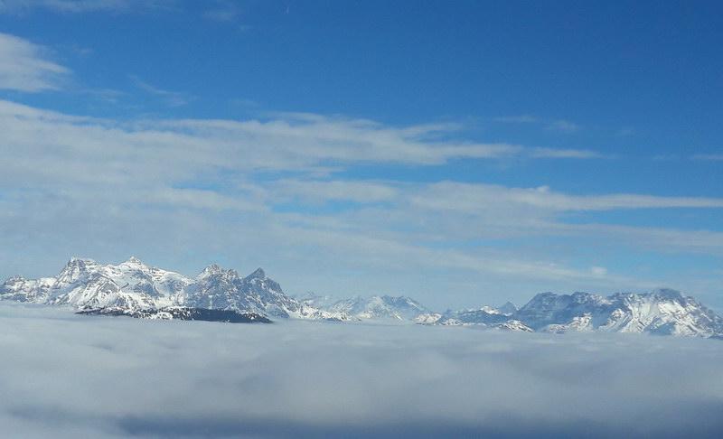 Blick auf die Steinberge: die Rothörner, das Mitterhorn und rechts die Reifhörner (ganz rechts das Ochsenhorn)