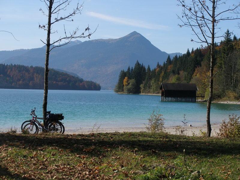 Der Simetsberg im Sommer, mit Walchensee