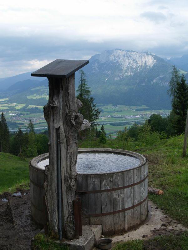 Von der Ramserer Alm schweift der Blick über das Inntal zum Kaisergebirge.