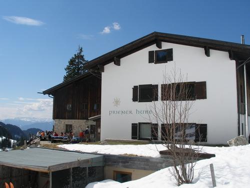 Beliebt zu jeder Jahreszeit - die Priener Hütte unterhalb des Geigelsteins.