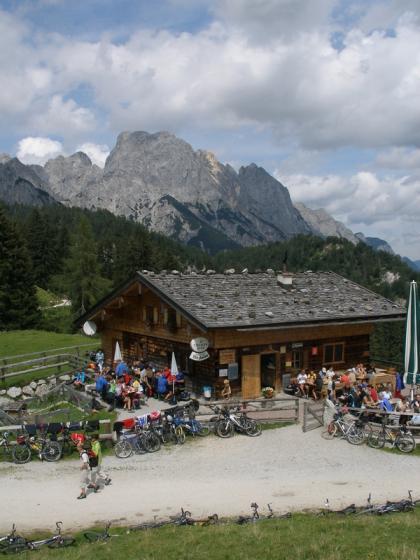 Die Litzlalm ist ein äußerst beliebtes Ziel für Biker und Wanderer