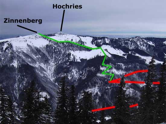 Der Blick von der Mühlhornwand nach Nordwesten: rot die Forststraße aus dem Priental zur Klausenhütte, grün die Spur zum Zinnenberg.