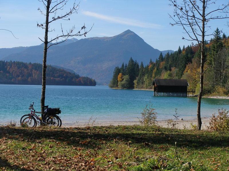 Blick über den Walchensee auf den Simetsberg