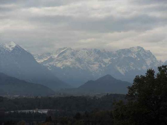 kurz vor Guglhör ein Blick ins Werdenfelser Land und die Zugspitze