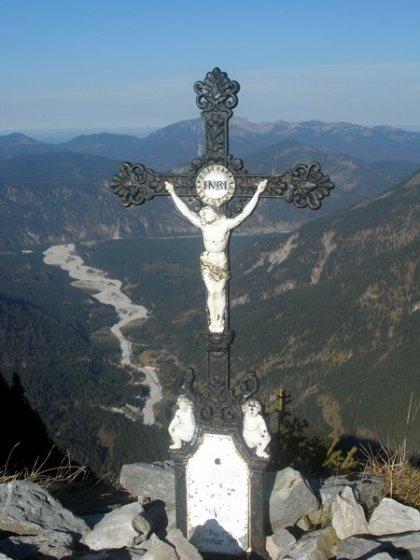 Der Gipfel des Vorderskopf mit Blick auf den Rissbach