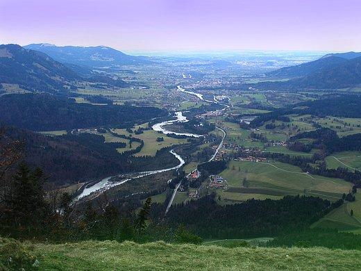 Blick vom Gipfelkreuz in das Isartal