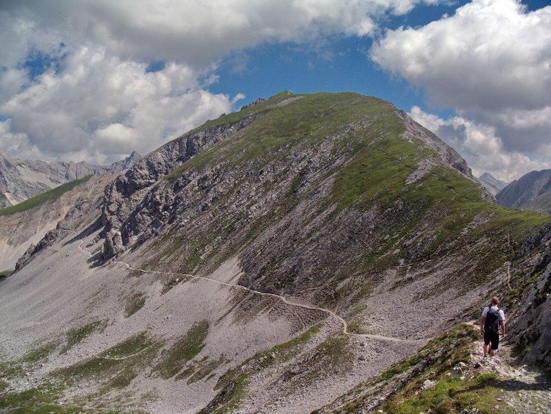 """Die Mannlspitze (1366 m) kann mit geringem Aufwand  """"mitgenommen"""" werden. Darunter quert der Goetheweg."""