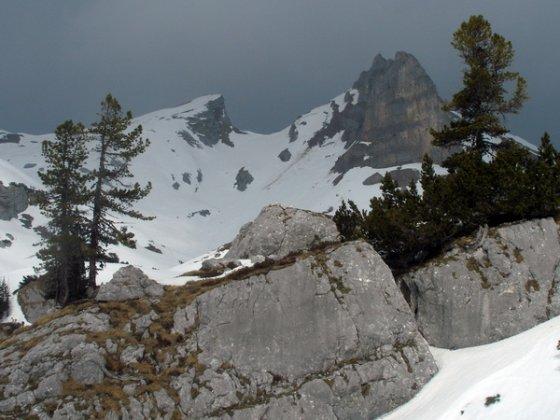 Dunkle Wolken über der Seekarlspitze (Mitte links), die sich aber später wieder aufgelöst haben. Mitte rechts die Roßköpfe.